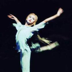 《白毛女》也造就了一代又一代的优秀年轻演员,从第一代的石钟琴图片
