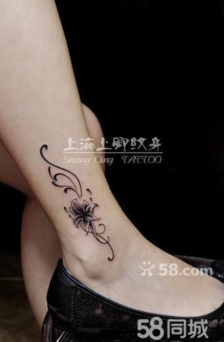 脚踝百合花纹身