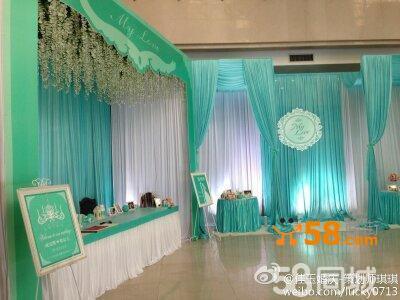 专业舞台用360°旋转七彩幻光电脑摇头灯四台(为婚礼现场整体铺色